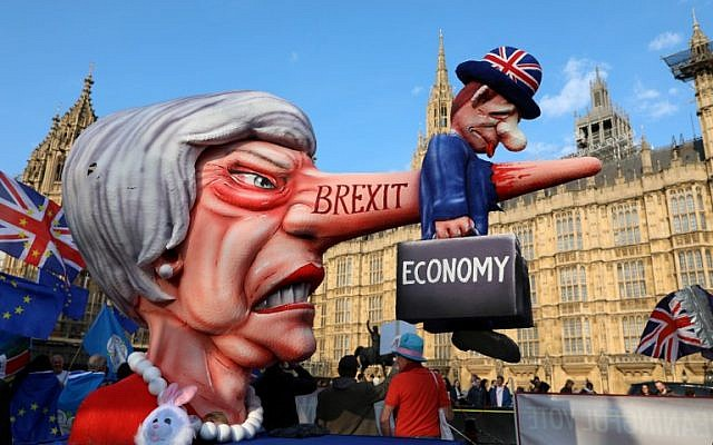 Anti-Brexit activists demonstrate with a model of Theresa May outside the Houses of Parliament in London on April 1, 2019. ( ISABEL INFANTES / AFP)