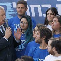 Blue and White leader Benny Gantz speaks at a campaign event in Tel Aviv on April 8, 2019. (JACK GUEZ / AFP)