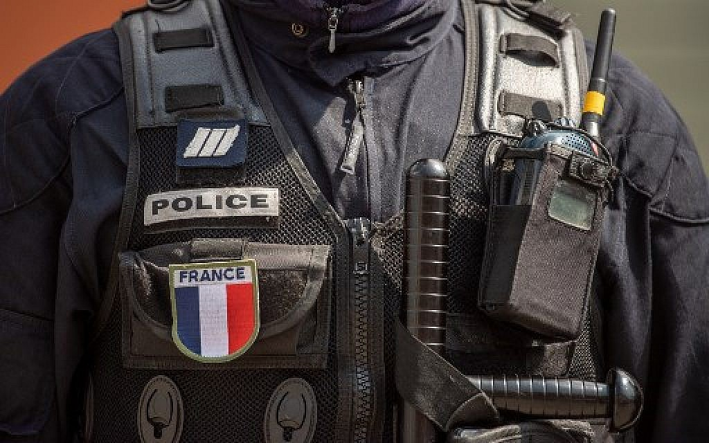 Man holes up inside French museum, writes threatening messages in Arabic