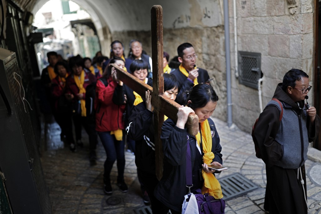 Pilgrims mark Good Friday in Jerusalem as Passover and Easter