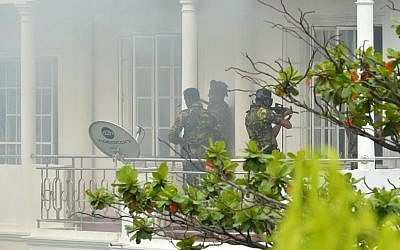 Sri Lankan Special Task Force (STF) personnel are pictured outside a house during a raid -- after a suicide blast killed police officers searching the property -- in the capital Colombo on April 21, 2019, following a series of deadly blasts in churches and hotels. (ISHARA S. KODIKARA / AFP)