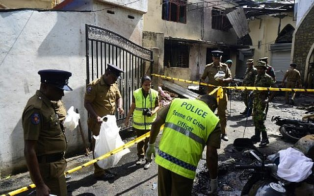 Sri Lankan security personnel and police investigators look through debris outside Zion Church following an explosion in Batticaloa in eastern Sri Lanka on April 21, 2019. (LAKRUWAN WANNIARACHCHI / AFP)