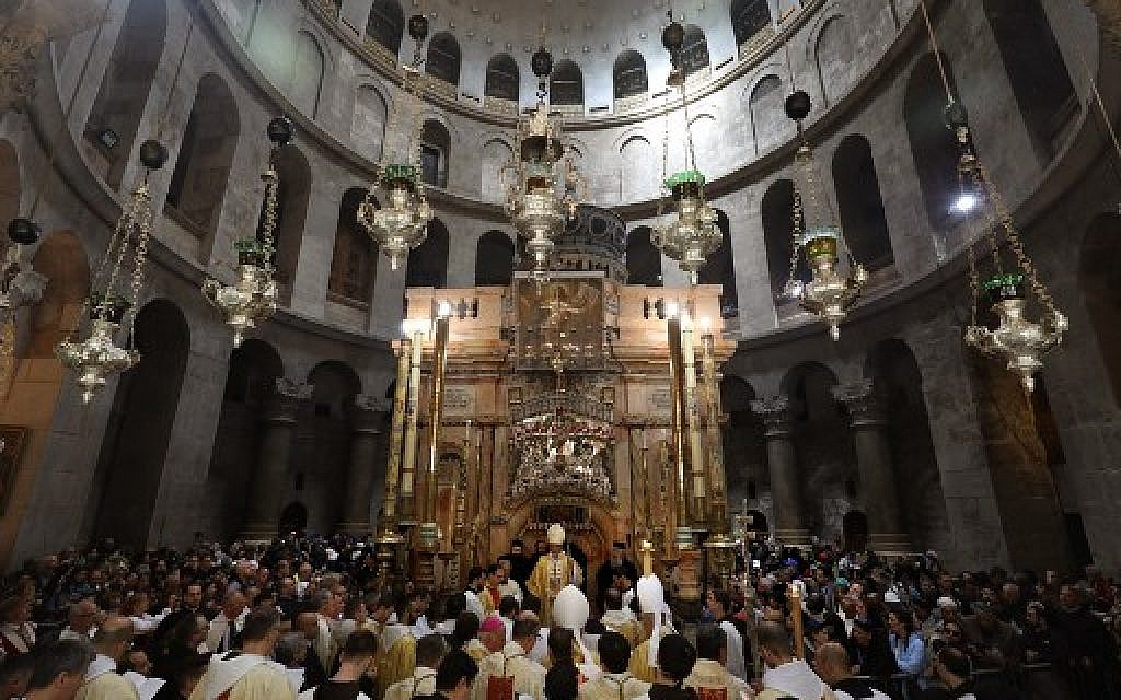 Christians crowd Jerusalem's Holy Sepulchre church to mark Easter