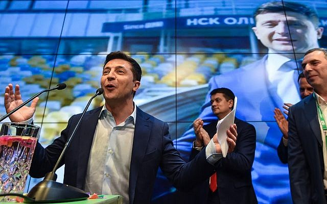 Ukrainian comedian and presidential candidate Volodymyr Zelensky gives a speech after the announcement of the first exit poll results in the second round of Ukraine's presidential election at his campaign headquarters in Kiev on April 21, 2019. (Genya SAVILOV / AFP)