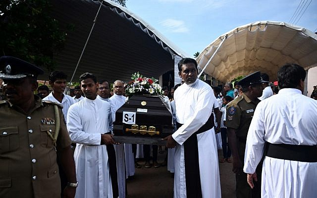 Priests and relatives carry the coffin of a bomb blast victim after a funeral service at St Sebastian's Church in Negombo on April 23, 2019, two days after a series of bomb blasts targeting churches and luxury hotels in Sri Lanka. (Jewel SAMAD / AFP)