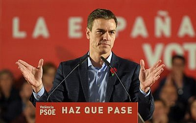 Spanish Prime Minister and Spanish Socialist Party (PSOE) candidate for prime minister Pedro Sanchez addresses supporters during the last campaign rally in Valencia on April 26, 2019 ahead of the April 28 general election (JOSE JORDAN / AFP)