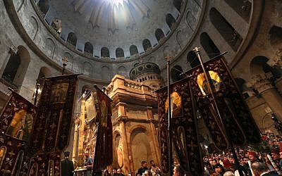 Christian Orthodox worshippers gather in the Church of the Holy Sepulchre in Jerusalem's Old City as they await the 'Holy Fire' on April 27, 2019 during the Orthodox Easter. (GALI TIBBON / AFP)
