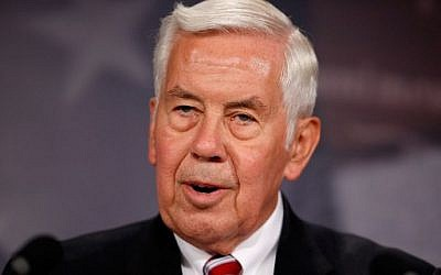 Then-senator Richard Lugar (Republican-Indiana) talks to reporters at the US Capitol in Washington, DC, on June 9, 2010. (CHIP SOMODEVILLA / GETTY IMAGES NORTH AMERICA / AFP)