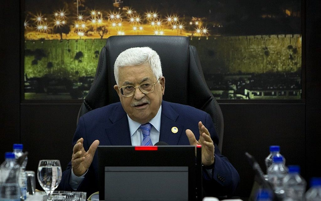 Abbas fires all his advisers as financial crisis hits