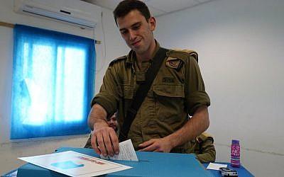 A soldier casting a ballot for the 21st Knesset on April 7, 2019. (IDF Spokesman's Unit)