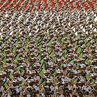 Members of Iran's Revolutionary Guard march during an annual military parade at the mausoleum of Ayatollah Khomeini, outside Tehran, Iran, on September 22, 2014 (AP Photo/ Ebrahim Noroozi)