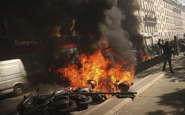 A set of motorbikes are set alight during a yellow vest demonstration in Paris, April 20, 2019 (AP Photo/Francisco Seco)
