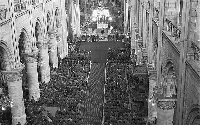 Bức ảnh hiếm: Vòm Nhà thờ Đức Bà lồng lộng khi Tổng thống lừng danh Mỹ qua đời - Ảnh 8.