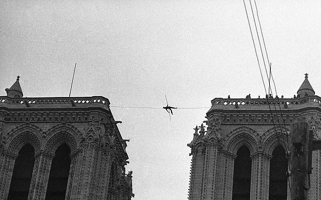 Bức ảnh hiếm: Vòm Nhà thờ Đức Bà lồng lộng khi Tổng thống lừng danh Mỹ qua đời - Ảnh 11.