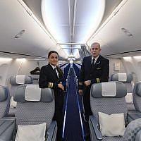 Illustrative: El Al flight attendants stand inside the Boeing 737-900ER aircraft at the Ben Gurion International Airport on October 23, 2013.(Yossi Zeliger/FLASH90)