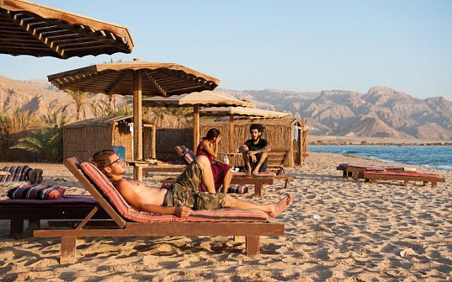 Israelis enjoy a holiday on the beach of Paradis Sweir, a desert resort located on the Red Sea shore, South Sinai, Egypt, during the Jewish holiday of Sukkot. October 15, 2016. (Johanna Geron/FLASH90)