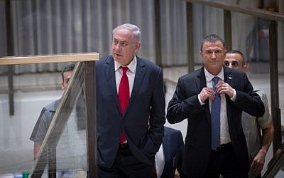 Prime Minister Benjamin Netanyahu and Knesset Speaker Yuli Edelstein arrive for a joint event of the Knesset and the US Congress, celebrating 50 years since Jerusalem's reunification, at the Chagall state hall in the Knesset, on June 7, 2017. (Yonatan Sindel/ Flash90)