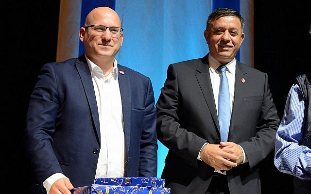Leader of Labor Party Avi Gabbay (R) and Labor's secretary-general Eran Hermoni at a party conference in Tel Aviv, April 24, 2018. (Gili Yaari/FLASH90)