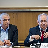 Prime Minister Benjamin Netanyahu (right) and Finance Minister Moshe Kahlon in Jerusalem on March 11, 2019. (Aharon Krohn/Flash90)