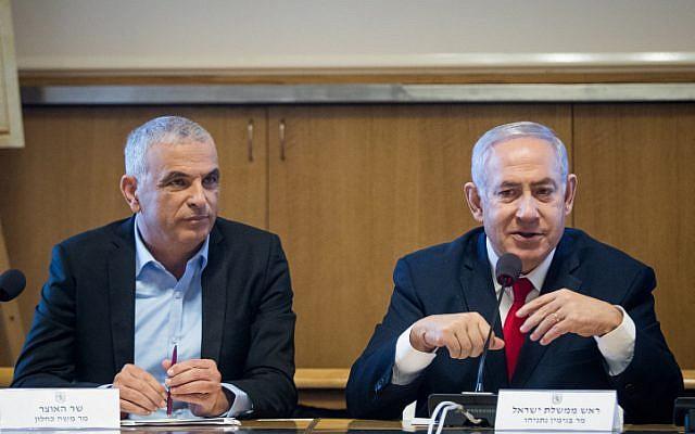Prime Minister Benjamin Netanyahu (right) and Finance Minister Moshe Kahlon, in Jerusalem, on March 11, 2019. (Aharon Krohn/Flash90)