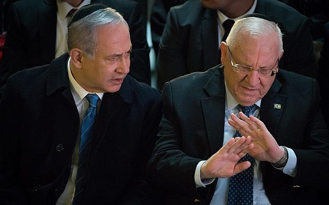 Prime Minister Benjamin Netanyhu (L) and President Reuven Rivlin attend a state ceremony for Israeli soldiers killed in combat and whose burial place is unknown, at Mount Herzl military cemetery in Jerusalem, on March 14, 2019. (Noam Revkin Fenton/Flash90)
