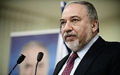Yisrael Beytenu party leader Avigdor Liberman speaks at a press conference in Tel Aviv on March 19, 2019. (Tomer Neuberg/Flash90)