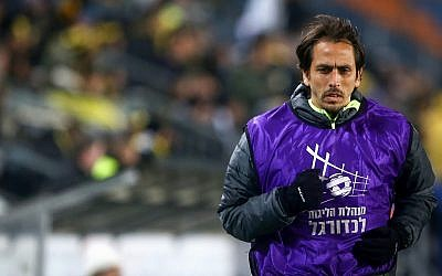 Beitar Jerusalem player Yossi Benayoun seen during the match between Beitar Jerusalem and Bnei Sakhnin F.C. at the Teddy Stadium in Jerusalem on March 31, 2019. (Flash90)