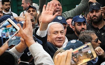 Prime Minister Benjamin Netanyahu visits the Hatikva Market in Tel Aviv on April 2, 2019, ahead of general elections next week. (Flash90)