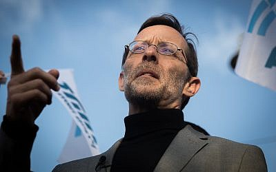Zehut party leader Moshe Feiglin is seen in Jerusalem's Mahane Yehuda market, during a campaign stop on April 4, 2019. (Yonatan Sindel/Flash90)