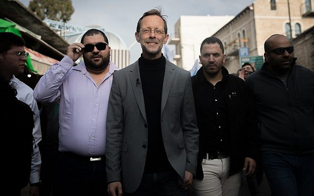 Moshe Feiglin, head of the Zehut, during an election campaign tour in the Mahane Yehuda market in Jerusalem on April 4, 2019. (Yonatan Sindel/Flash90)