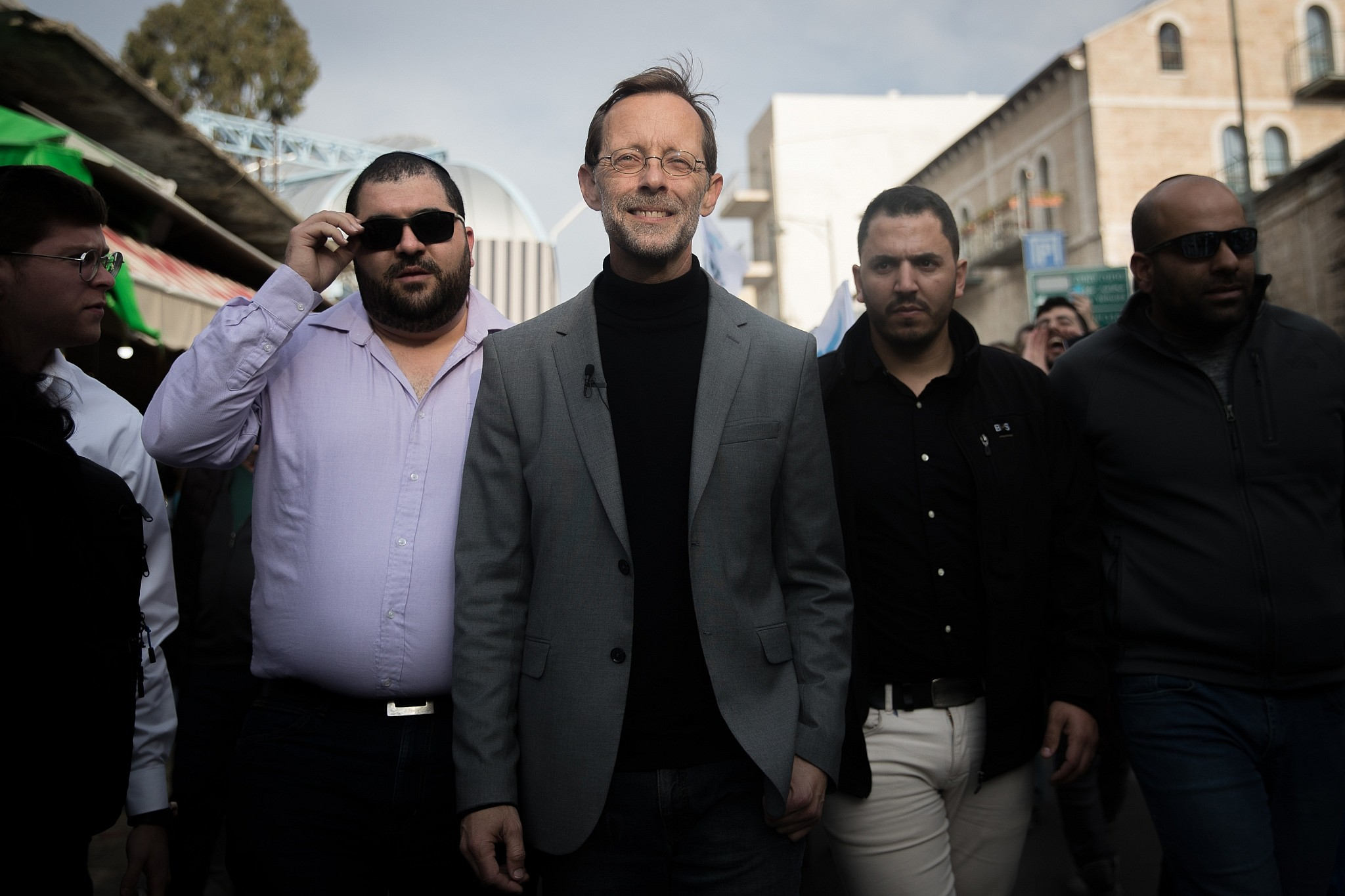 Moshe Feiglin, head of the Zehut party, during an election campaign tour in the Mahane Yehuda market in Jerusalem on April 4, 2019. (Yonatan Sindel/Flash90)