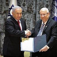 President Reuven Rivlin (right) and Prime Minister Benjamin Netanyahu at the president's residence in Jerusalem on April 17, 2019. (Noam Revkin Fenton/Flash90)