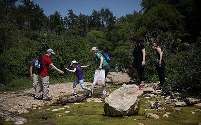 Israelis hike on the Oren Stream trail in the Carmel Mountains Nature Reserve, near the northern city of Haifa, April 26, 2019. (Hadas Parush/Flash90)