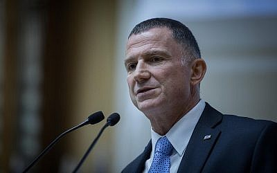 Knesset Speaker Yuli Edelstein speaks to new lawmakers ahead of the swearing-in ceremony for the 21st Knesset on April 29, 2019. (Noam Revkin Fenton/Flash90)