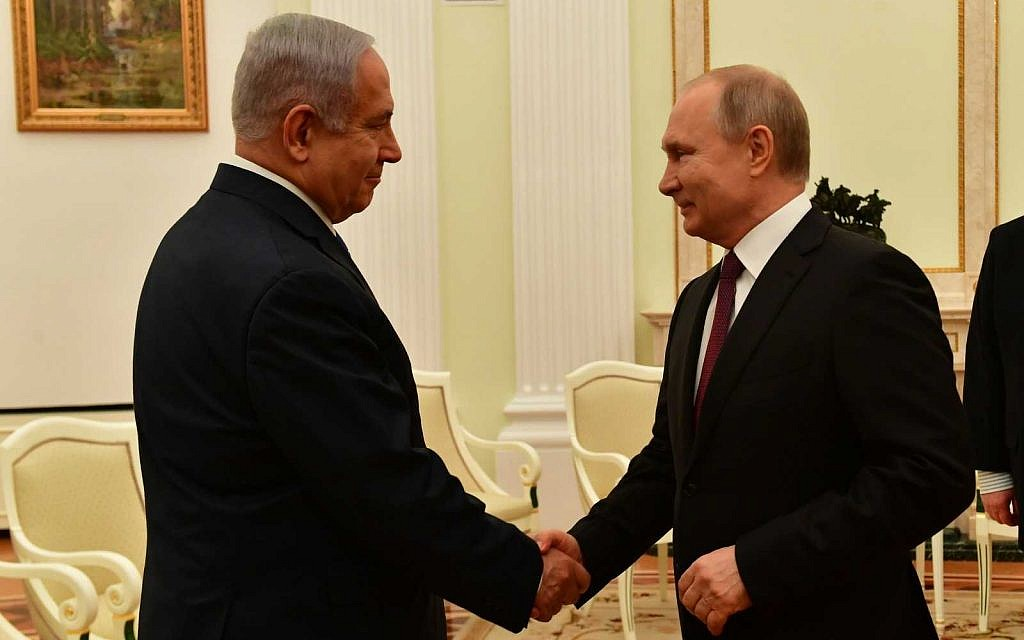 Prime Minister Benjamin Netanyahu, left, shakes hands with Russian President Vladimir Putin during a meeting in Moscow on April 4, 2019. (Koby Gideon/GPO)