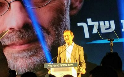 Zehut party leader Moshe Feiglin addresses supporters and journalists at what was meant to be a victory party in Ramat Gan on April 9, 2019. (Melanie Lidman/Times of Israel)