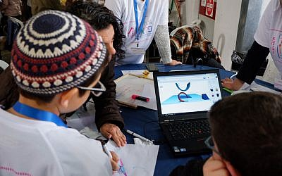Children working on a prototypte with their team at the ALYN Hospital make-a-thon held on April 2, 2019 (Federico Maccioni)