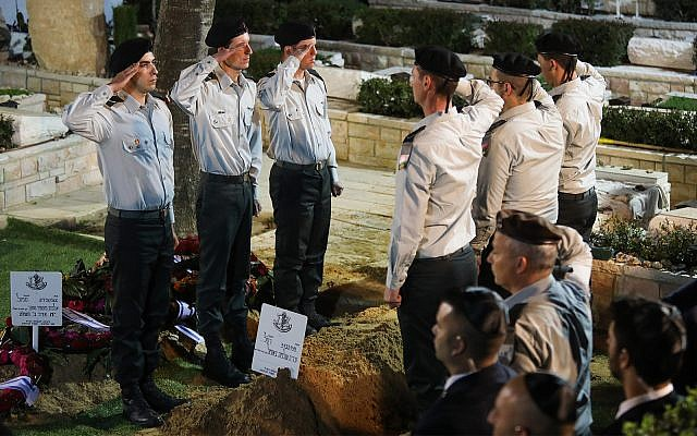 Illustrative: Israeli soldiers salute near the fresh grave of Zachary Baumel, during his funeral at the Mount Herzl Military cemetery in Jerusalem, April 4, 2019. (Hadas Parush/Flash90)