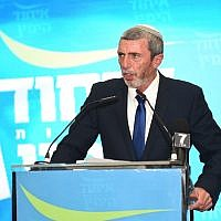 Rafi Peretz addresses supporters at the URWP election results party in Kfar Maccabiah on April 9, 2019. (Nachshon Pillipson)
