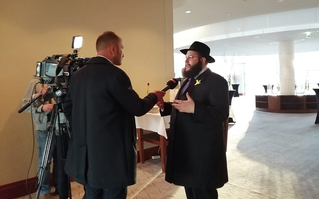 Rabbi Shalom Ber Stambler speaks to the Polish media ahead of sundown at the Warsaw Hilton, April 19, 2019. Hundreds gathered to celebrate the first seder in the former Warsaw Ghetto since it was razed in 1943. (Courtesy Chabad of Warsaw)