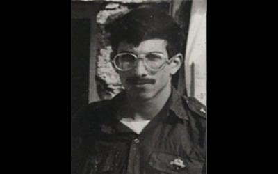 Netanyahu receives personal effects of soldier missing in action in 1982