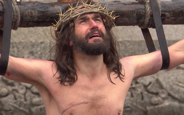 Actor James Burke-Dunsmore portrays the Christian savior in 'The Passion of Jesus,' an annual performance in Trafalgar Square, in 2018 (YouTube screenshot)