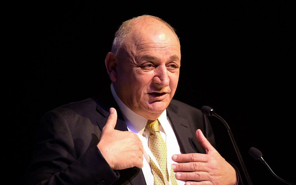 Israeli businessman Yitzhak Tshuva speaks at an energy conference  in Tel Aviv, February 27, 2018. (Flash90)