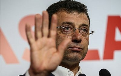 Ekrem Imamoglu, the candidate from an alliance led by the secular Republican People's Party, (CHP) gestures as he declares victory during a news conference in Istanbul, April 1, 2019. (AP Photo/Emrah Gurel)