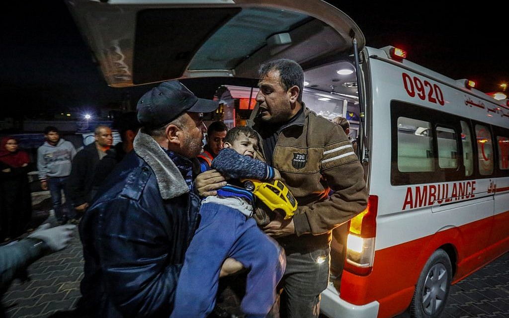 Palestinians carry an injured boy outside a hospital in Beit Lahia, northern Gaza strip on May 5, 2019. (ANAS BABA / AFP)