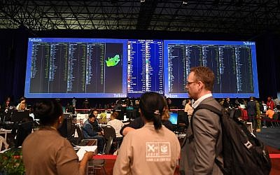 People look at election results boards, at the Independent Electoral Commission (IEC) Results Operations Centre on May 9, 2019 in Pretoria, South Africa (Phill Magakoe / AFP)