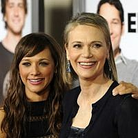 """In this file photo taken on March 17, 2009 Actress Rashida Jones, left, and her mother actress Peggy Lipton arrive at the premiere of """"I Love You, Man"""" held at Mann Village Theater in Westwood, California. (Gabriel BOUYS / AFP)"""