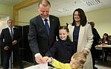 Lithuanian presidential candidate, Lithuania's Prime Minister Saulius Skvernelis (L), his wife Silvija Skverneliene and their children cast a ballot during the presidential election in Vilnius on May 12, 2019.  (Photo by Petras Malukas / AFP)