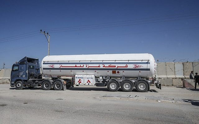 A gas tanker passes through the Kerem Shalom crossing, the main passage point for goods entering Gaza from Israel, on May 12, 2019. (SAID KHATIB/AFP)