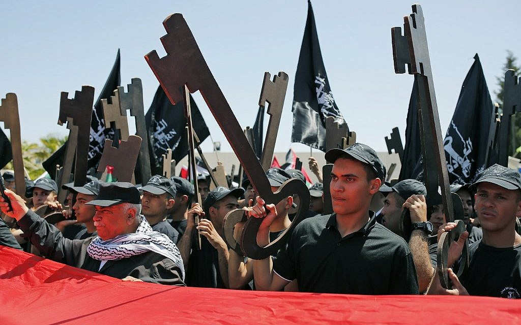 Palestinians hold up paper cutouts of keys as they take part in a rally marking the 71st anniversary of the 'Nakba' on May 15, 2019 in the West Bank city of Ramallah. (ABBAS MOMANI / AFP)